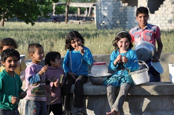 Syria's bucket children desperate for aidimage