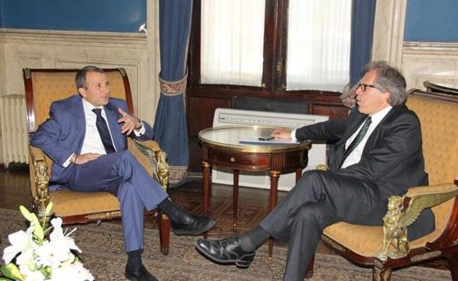 Lebanon FM hails Uruguay for accepting 42 Syrian refugees.image