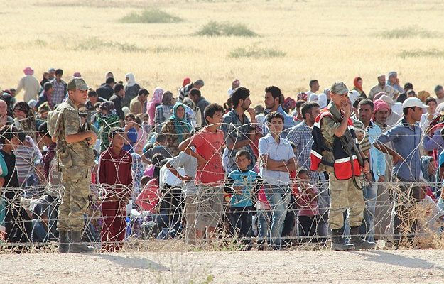 Thousands of Syrian refugees stranded in minefieldimage