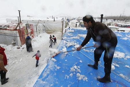 Syrian refugees at snowed-in camp long for ceasefireimage