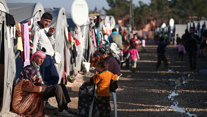 UK pledges £100m extra for Syrian refugeesimage