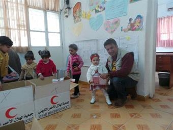 Kuwait Red Crescent Society distributes aid to Syrian refugees in Jordanimage
