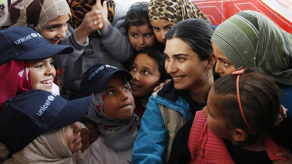 Turkey's Tuba Buyukustun visits Zaatari campimage