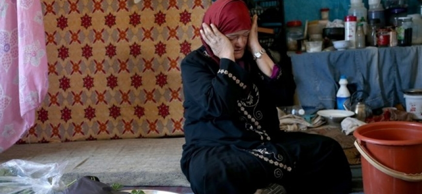Syrians remain trapped as refugeesimage