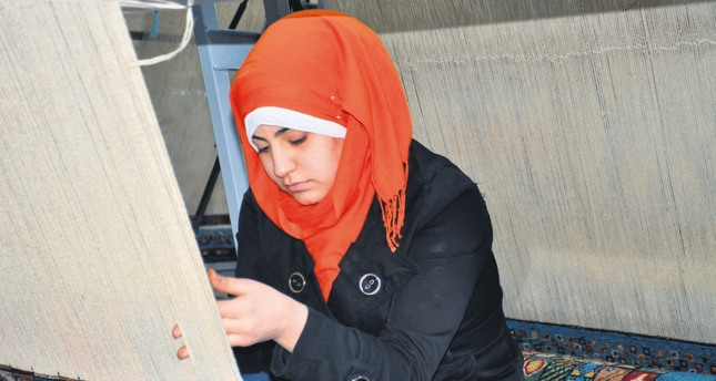Carpets woven by Syrian women draw interestimage