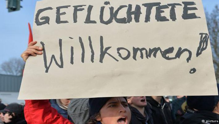1,000 European Authors Demonstrate for Refugees' Rightsimage
