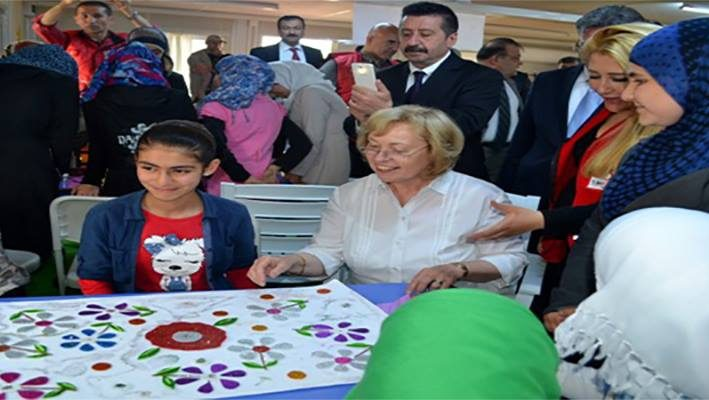 German state minister visits Syrian refugee camps and praise Turkey for refugee Children Educationimage