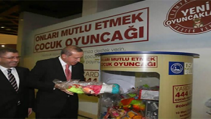 Municipality in Istanbul put donation boxes in various places to draw a smile on the faces of Syrian childrenimage