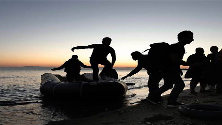 dinghy carrying Syrian refugees reached the Greeceimage