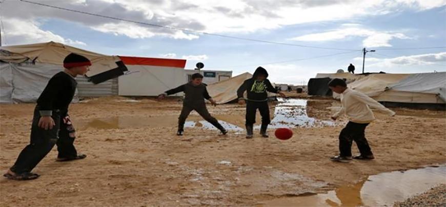 Soccer eases life in Jordan refugee camp, until goal disputeimage