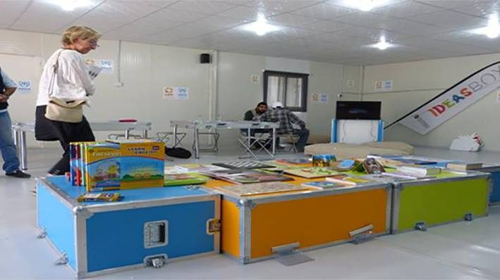 Jordan refugee camp fights boredom with books and technologyimage