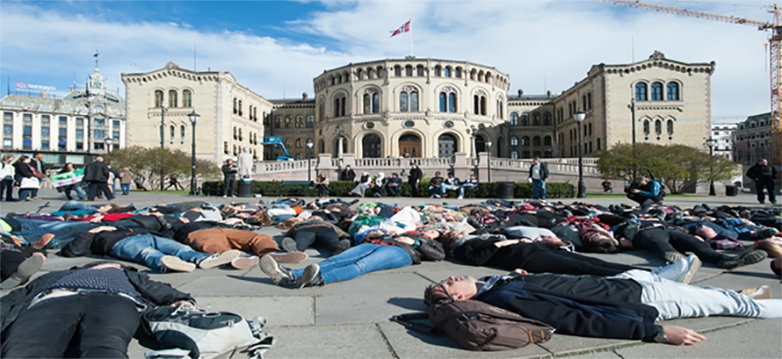 Activists in Norway stand up for migrants drowning at seaimage