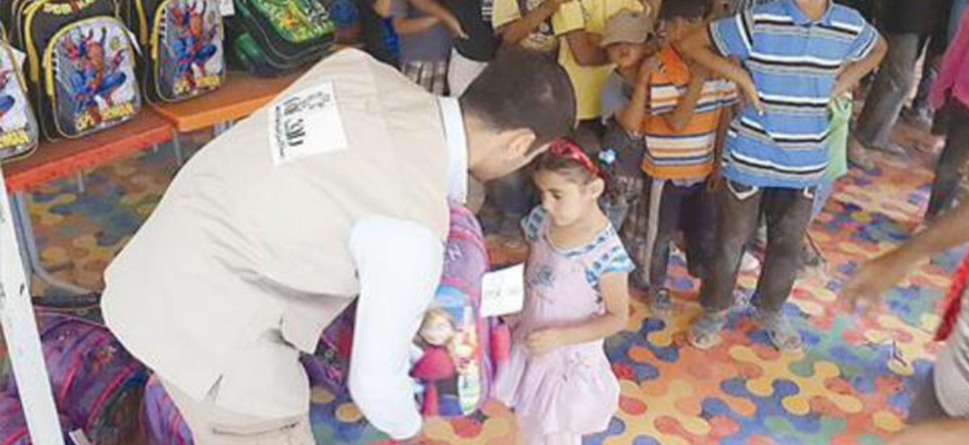 """Raf"" distributed school bags to students in the primary stage in ""Zaatari"" campimage"