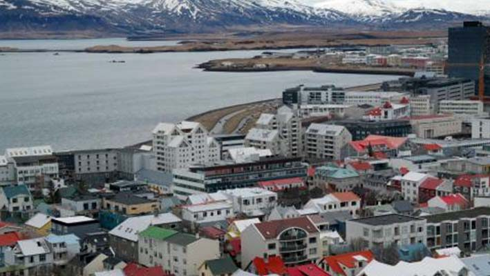 10,000 Icelanders Offer Up Their Homes For Syrian Refugeesimage