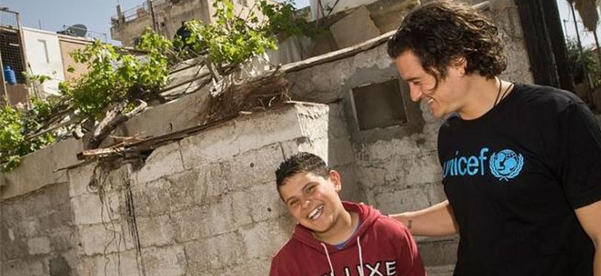 Orlando Bloom highlights the #SyriaCrisis by visiting a refugee camp in Macedoniaimage
