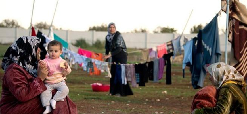 Syrian refugees increasingly return home as UN cuts aid to Jordanimage