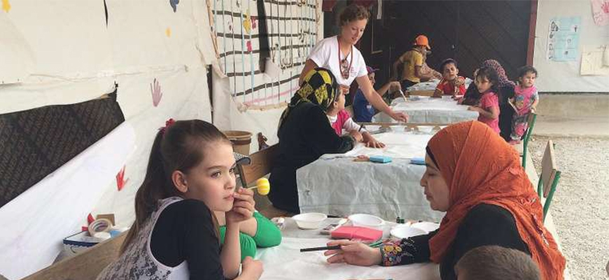 Charity tries art therapy to heal refugee kids' traumaimage