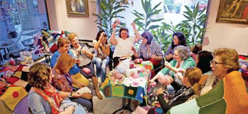 Spanish women knit blankets of love for Syria's displacedimage