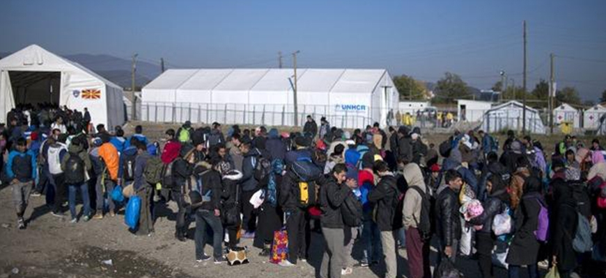 Syrians, Iraqis flown to Luxembourg as Greece begins refugee relocationimage
