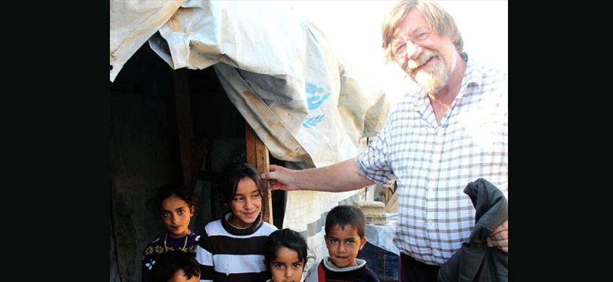 Composer brings music to children in refugee campsimage